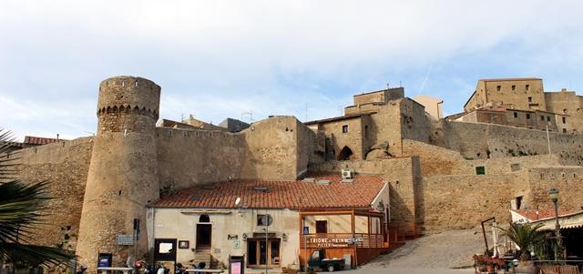 isola giglio castello