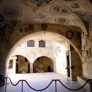Certaldo_Alto-palazzo_pretorio-affreschi6