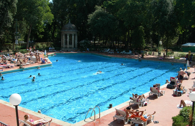 Le Pavoniere piscina