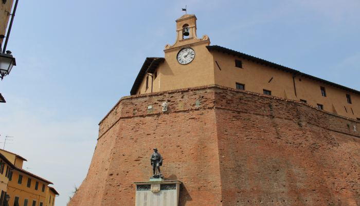 Castello dei Vicari - Lari