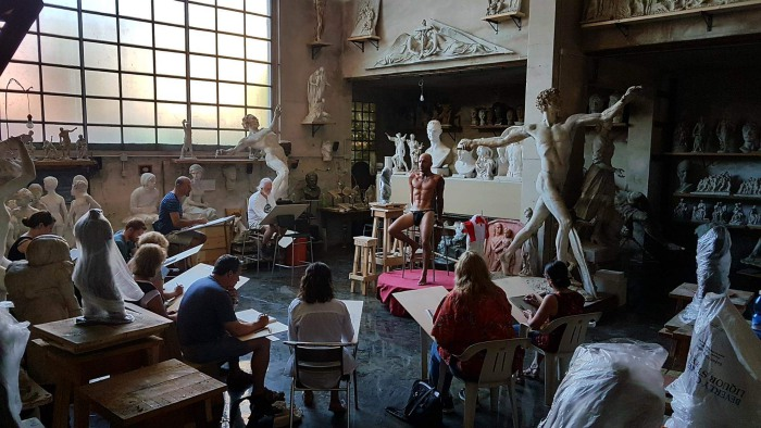 Sculpture workshop in Tuscany