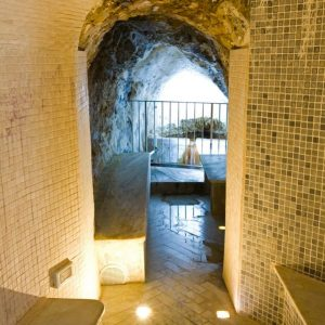ingresso grotta Terme Bagni di Lucca