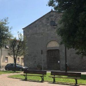 piazza e chiesa a Paganico