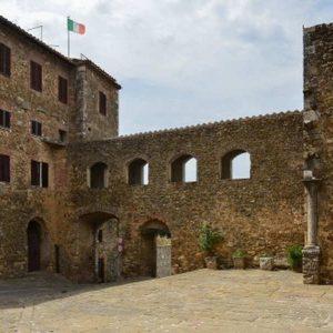 mura e porta di Montemerano Manciano